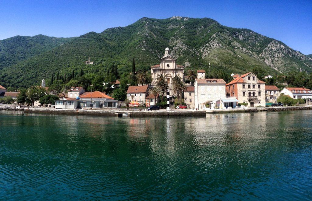 морские прогулки в черногории на яхте