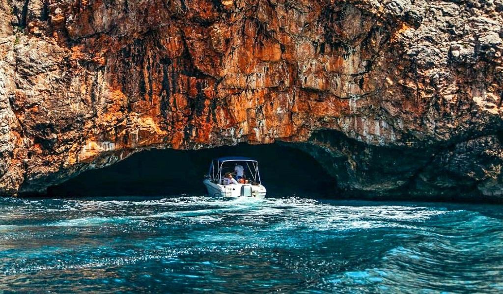 Боко-Которская бухта экскурсии Черногория Голубая пещера-1