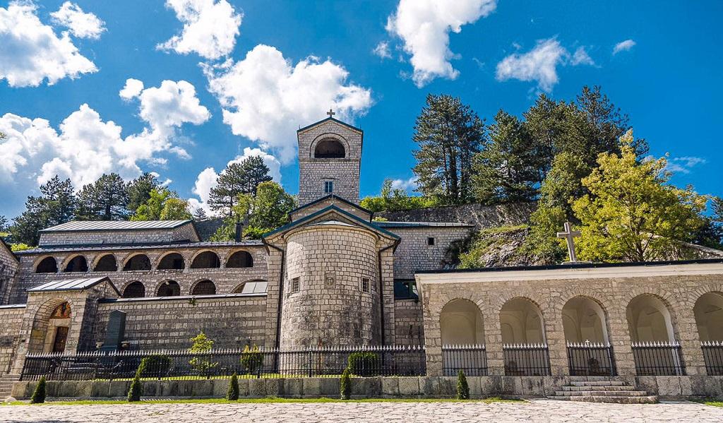 Большой королевский тур экскурсия Черногории Цетинский монастырь-1